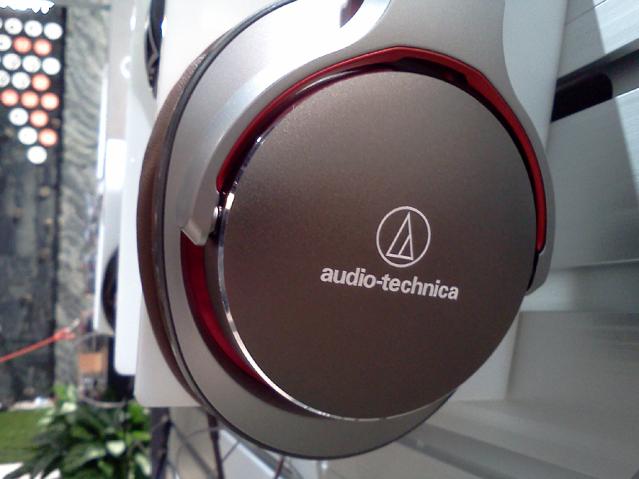Audio-Technica_MSR7_Silver-Red